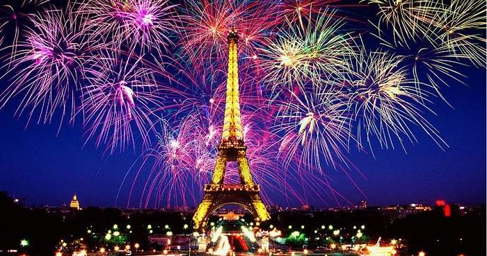 Happy-New-Year-2018-in-Paris